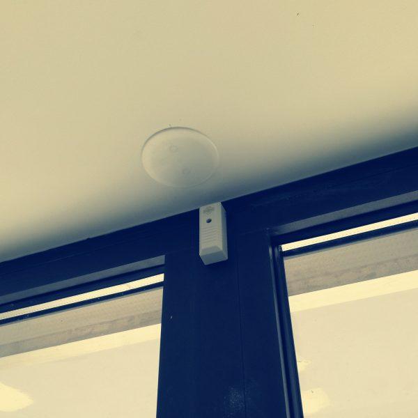 installateur de systèmes d'alarme à lattes